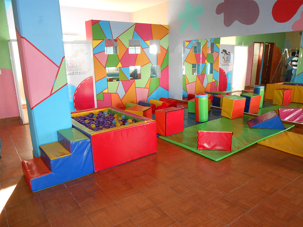 Fabrica de juegos infantiles zona feliz for Juegos para jardin nios
