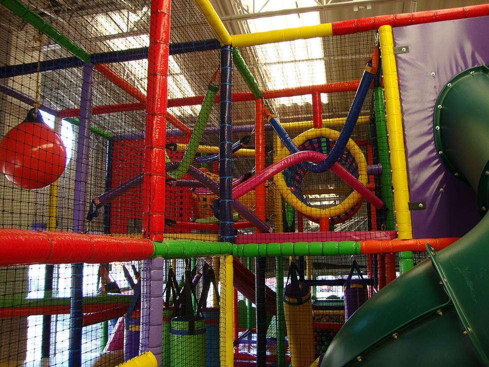 Fabrica de juegos infantiles zona feliz for Jardin infantil serrano 78